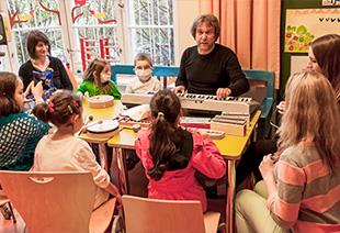 mimi macht Musik im Dr. von Haunscherschen Kinderspital: Musikgruppe